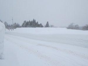 雪に埋もれた太陽光発電